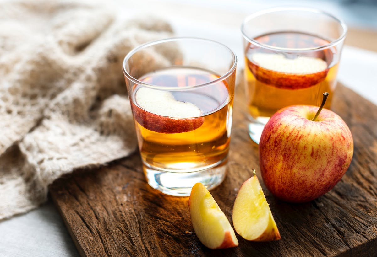 why you should not put apple cider vinegar on your skin