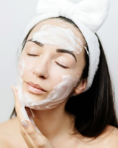 How to Choose The Best Cleanser for Dry Skin
