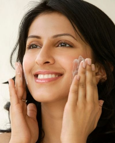 How To Properly Moisturize Dry Skin